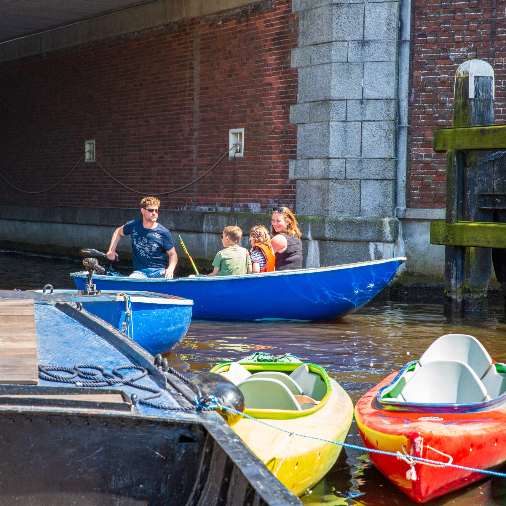 Fluisterboot varen Groningen